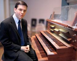 Feddeck-at-organ