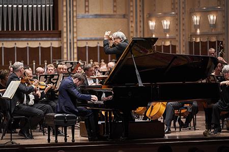 "The Cleveland Orchestra Michael Tilson Thomas, conductor Daniil Trifonov, piano STRAVINSKY - Scènes de ballet PROKOFIEV - Piano Concerto No. 2 TCHAIKOVSKY - Symphony No. 6 (""Pathétique"") Photo by Roger Mastroianni"