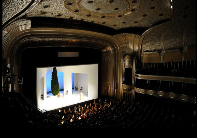 Set for Così fan tutte, 2009 (Cleveland Orchestra Archives)