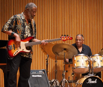 Jerry Jemmott, electric bass, with Billy Hart, drums