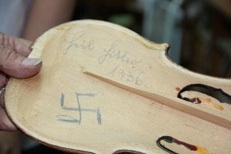 VOH-Heil-Hitler-Violin-Weinstein